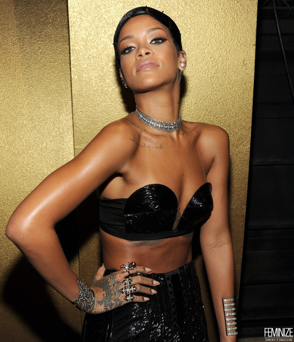 rihanna-amas-2013-backstage-appearance-after-win-05